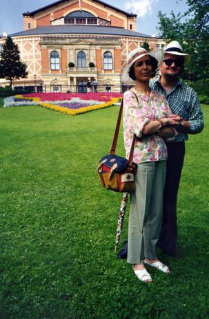 Con Moreno davanti al Richard Wagner Festspielhaus