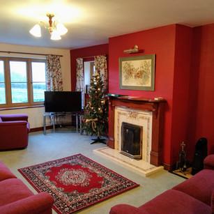 LoungeLlinoscottage.jpg