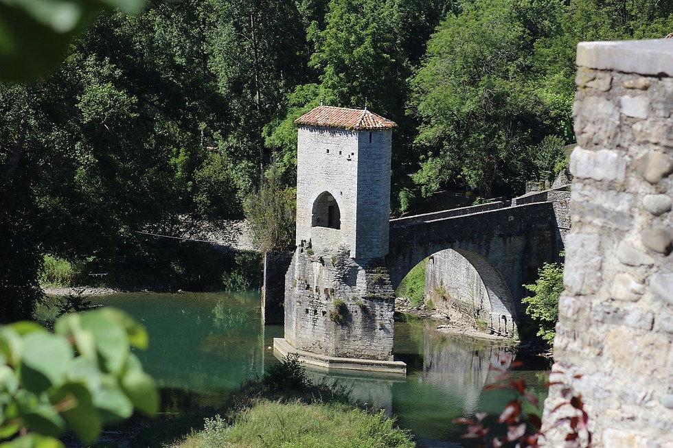 old-bridge-1584509_1280.jpg