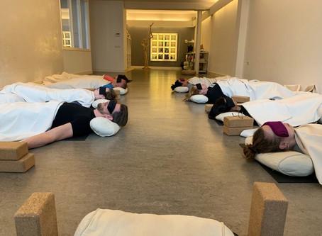 Yoga Nidra ondersteund en helpt bij verslavingen (alcohol, drugs, porno, gamen etc )