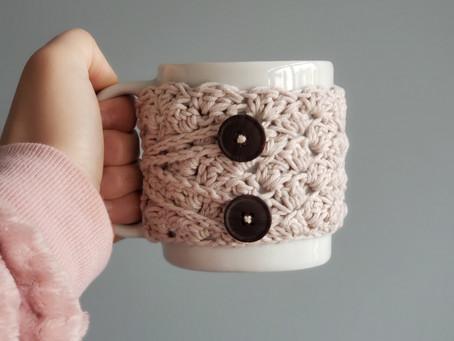 Capa de crochê para abraçar as suas canecas