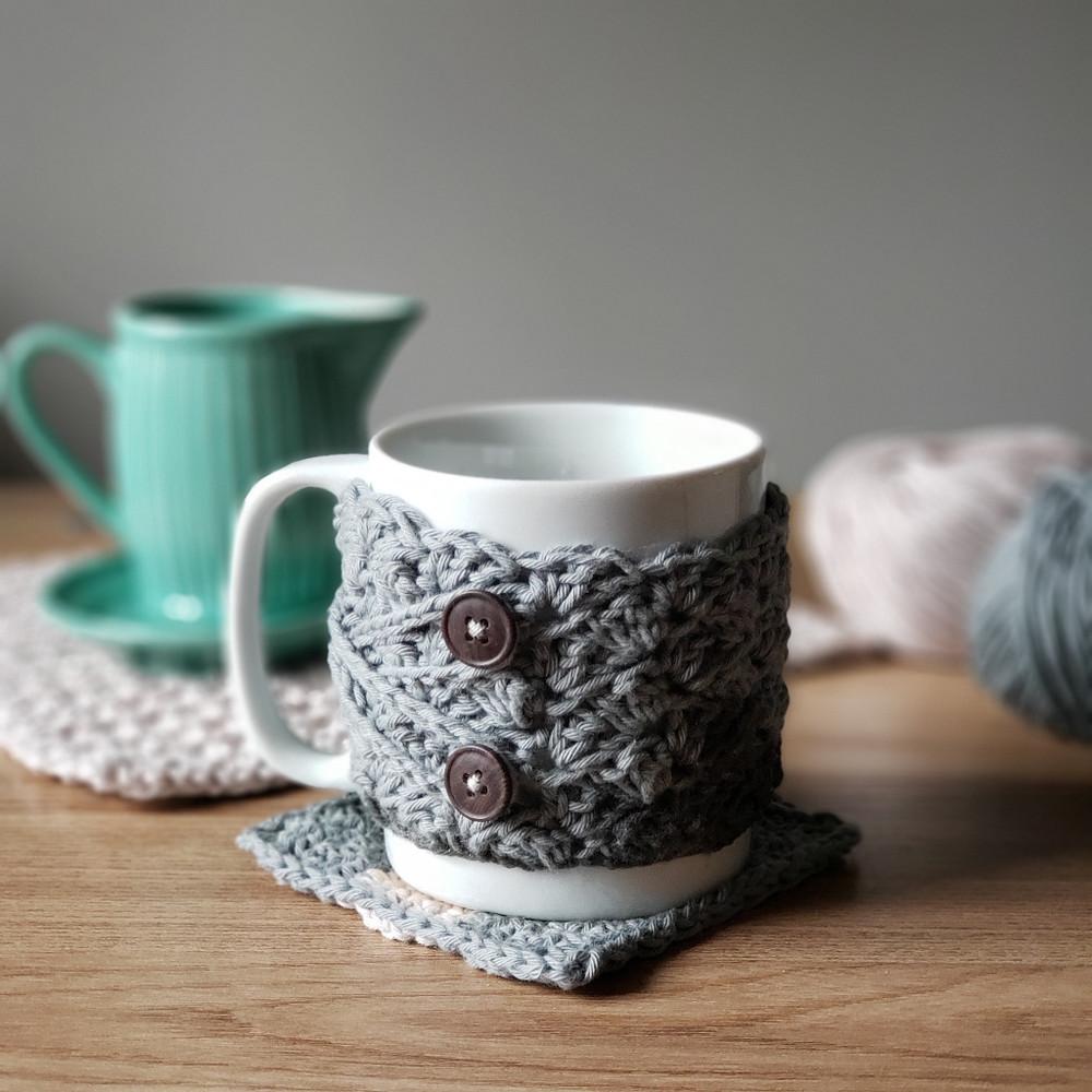 caneca com capa, porta-copos e tea towel de crochê