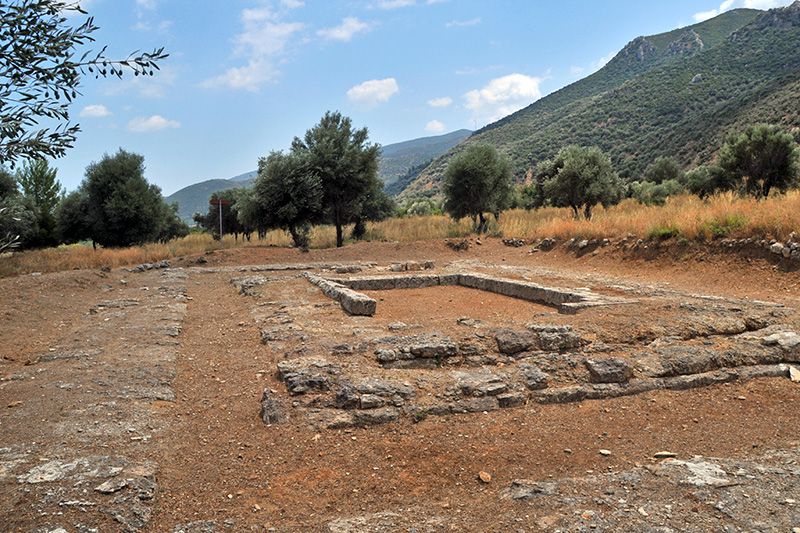 2steps.gr_ancient_temple_ipolitos_archaeological_site_trizina_argolida_001.jpg