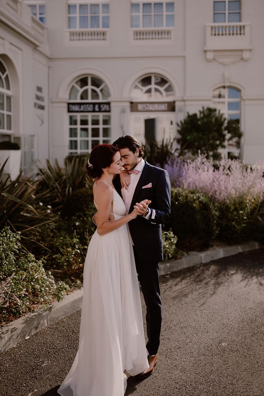 Couple - Amour - Plage - Soleil - Deauville Trouville - Photographe mariage - Photographe Normandie - Photographe Nord - Photographe Soissons - Photographe Provence
