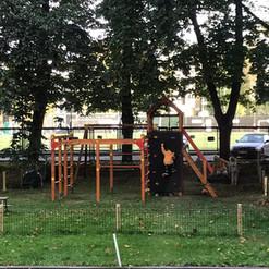 Bērnu laukums Rīgas centrā.