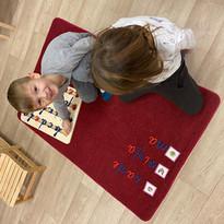 Apguvām valodas. Bērni ikdienā sarunājas latviešu, krievu un angļu valodas.