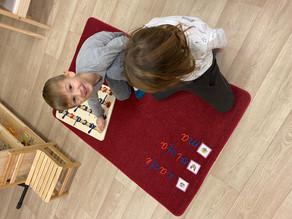 Kā Montesori nodrošina bērna patstāvīgu attīstību?