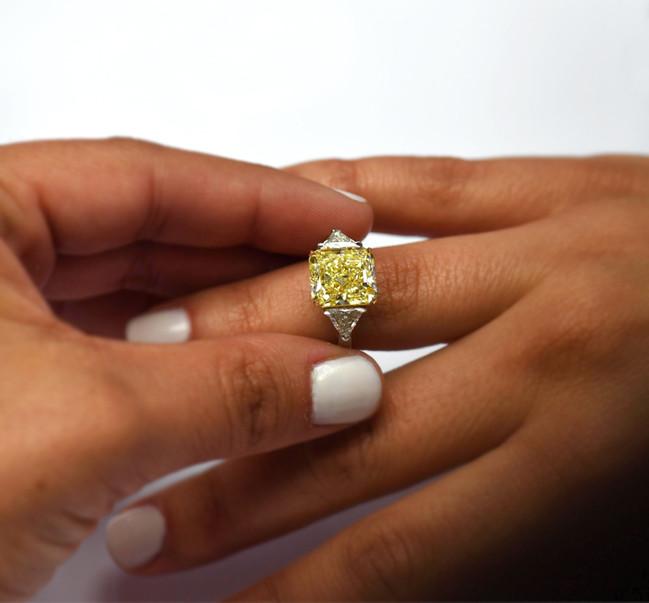 DIAMOND ENGAGEMENT RINGS + DVG DIAMONDS