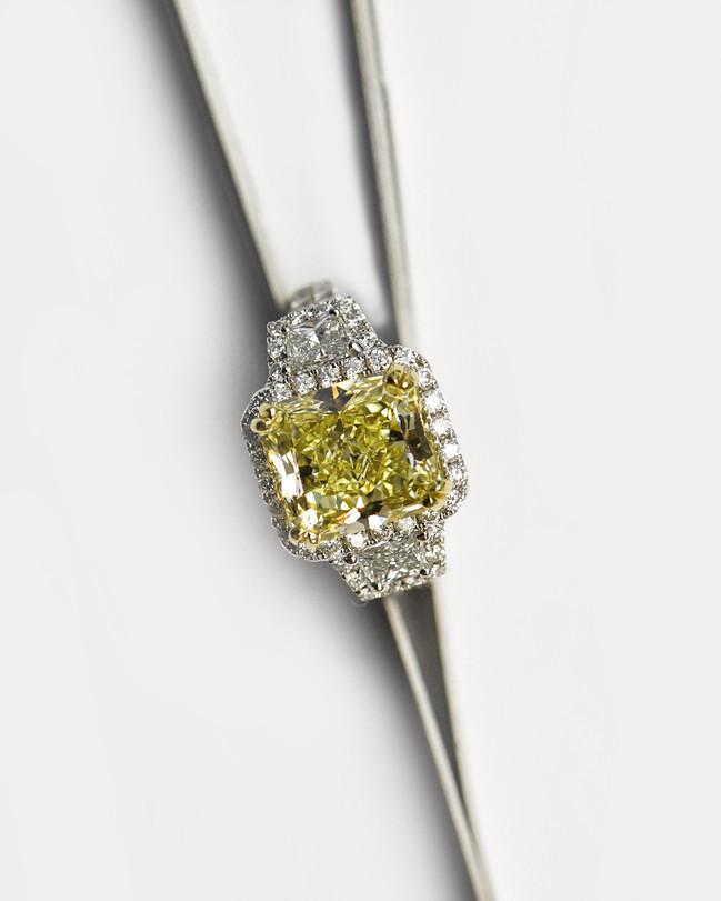 MIAMI FANCY YELLOW DIAMONDS + GIA
