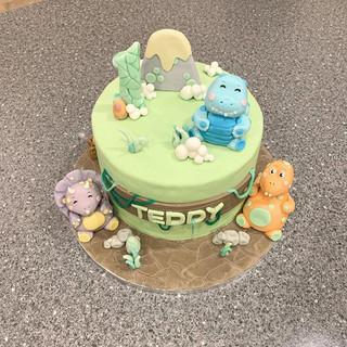 Dinosaur cake for a first birthday! 🦖🏔