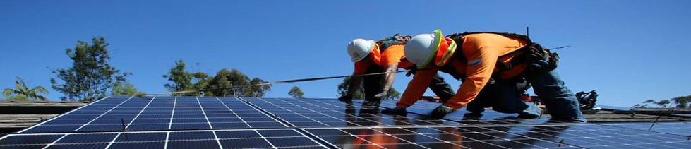 Instalando_painéis_solares.jpg