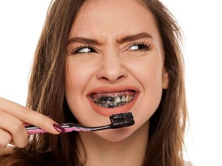 La pasta dental de carbón activado ¿funciona?