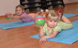 Общее физическое развитие малыши 2-3