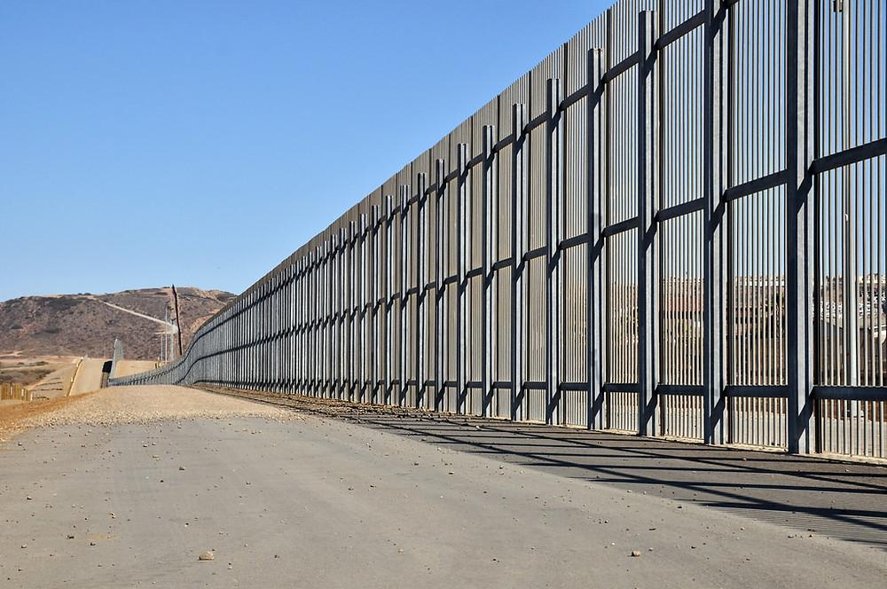 Le mur entre le Mexique et les États-Unis. (Jonathan McIntosh - CC BY 2.0)