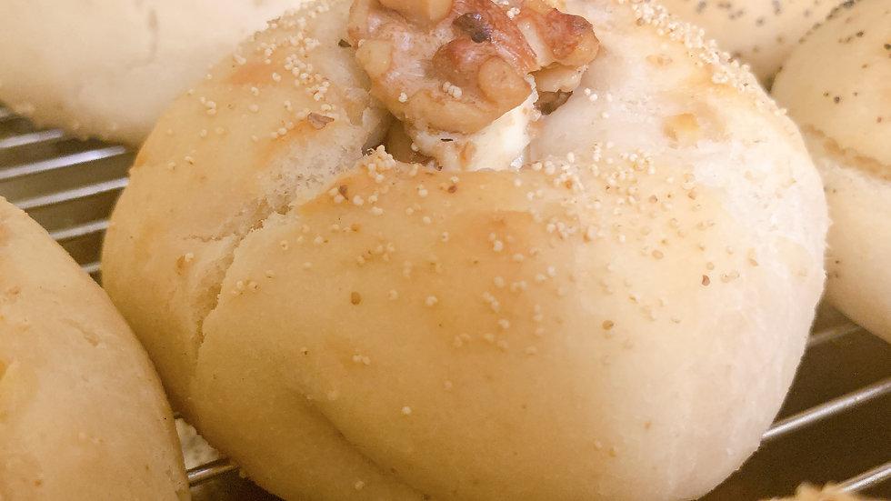 🌾  天然酵母 くるみ&クリームチーズ Walnut&Cream Cheeseの複製