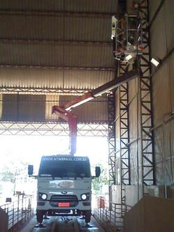 Trabalho de plataforma em Galpão