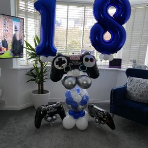 Gamer & Age number set in team colours