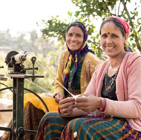 artisan women spinning yarns