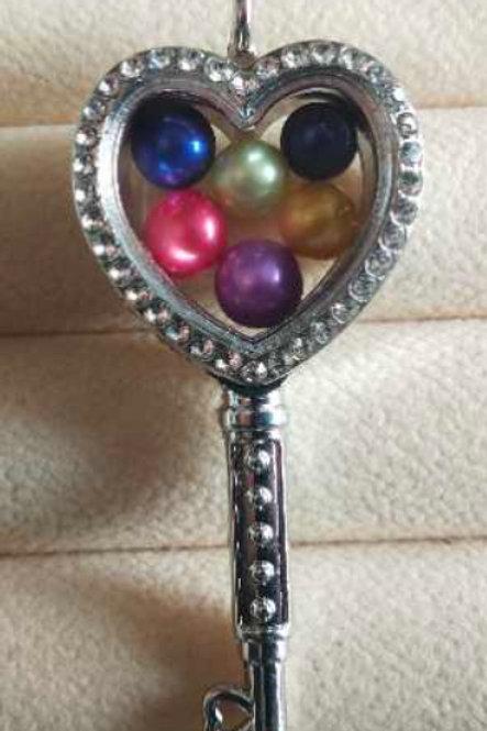 L28 Silver Plated Heart Key w/ diamonds Locket