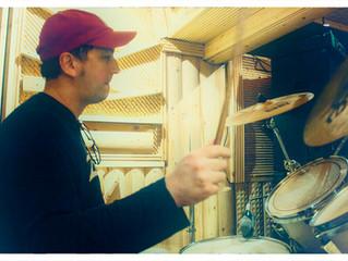 Как научиться играть на барабанах? С чего начать? Выбор палочек, виды захватов, установка рабочего.