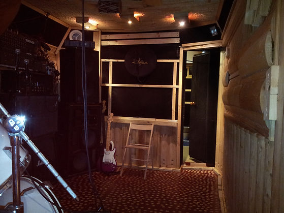 Студия DDrums Тольятти Уроки игры на барабанах запись фонограм, репетиции музыкальных групп и ансамблей. Акустическая отделка помещения