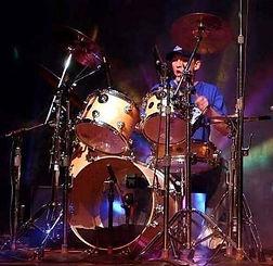 Барабанщик преподаватель онлайн школы ударных DDrums Дмитрий Оруджов. Фото с концерта в Чикаго США.