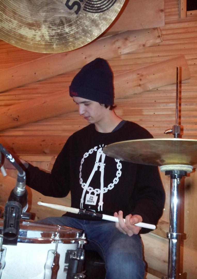 Ученик школы барабанщиков DDrums Тольятти Боря