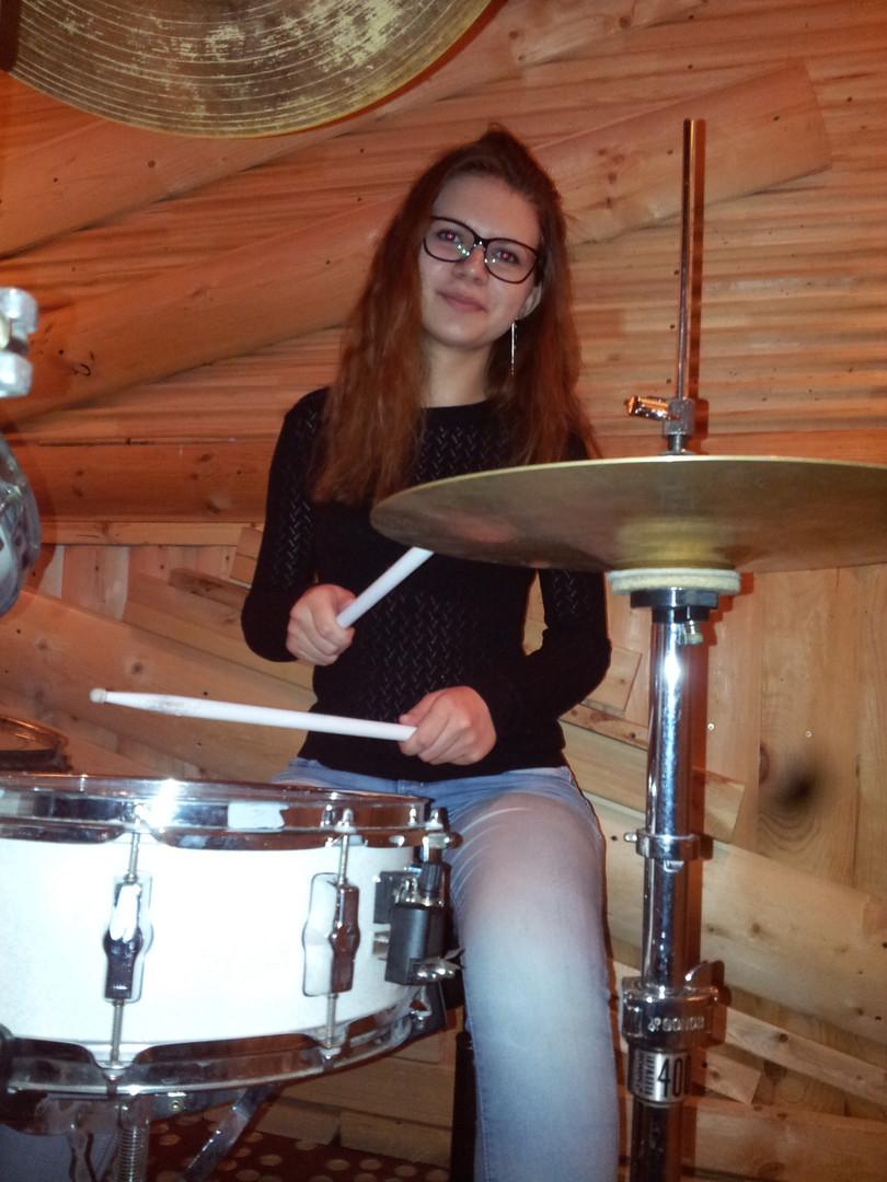 Девушка за барабанами. Ученики Дмитрия Оруджова