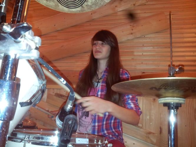 Learning to play the drum kit. Drum school DDrums Togliatti