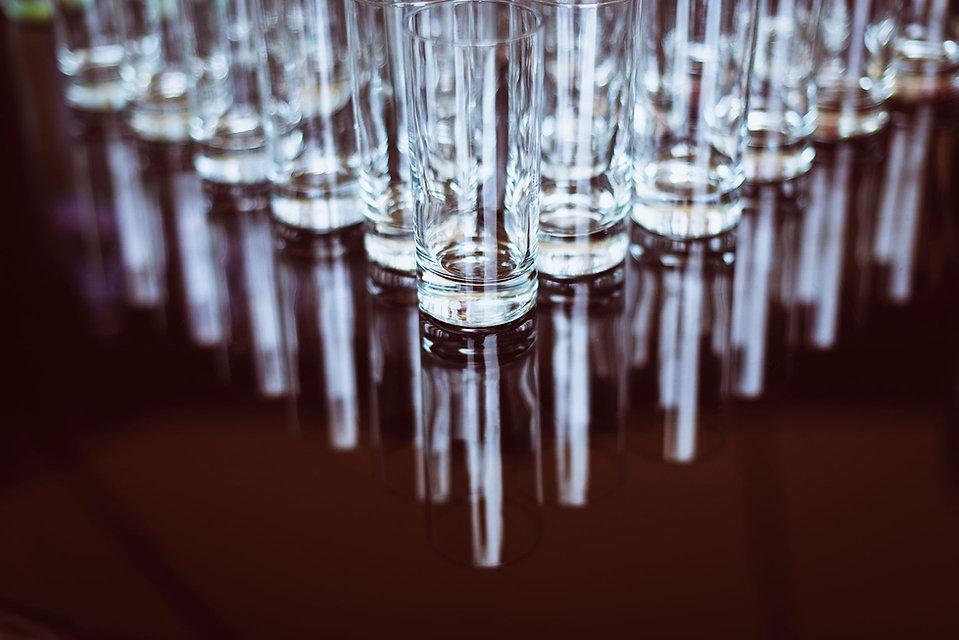 étalage de verres comptoir br le Conti