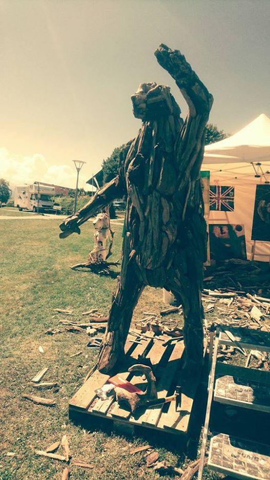 Schwemmholz Skulptur Live Work beim Liedermacher Contest am Chiemsee