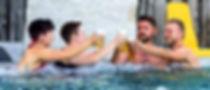 gays_mit_lesben_im_pool_M.jpg