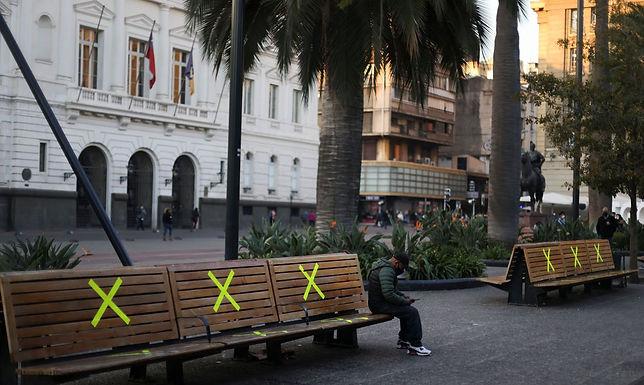 Idosos no Chile começam a tomar terceira dose da CoronaVac