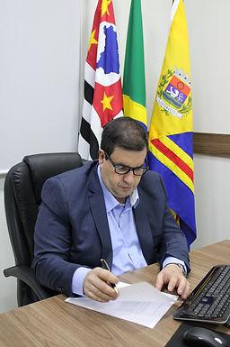 Empresário diz que Padre Osvaldo escolhe 'portas já abertas' ao buscar verbas em Brasília