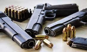 Moraes vota contra decretos sobre armas e Nunes Marques pede vista