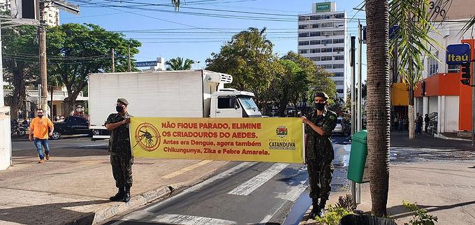 Centro de Catanduva recebe pedágio educativo da EMCAa e Tiro de Guerra