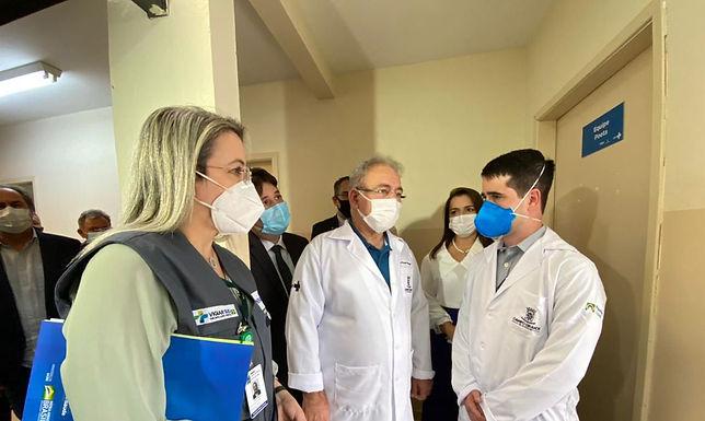 Ministro critica municípios que criam regras próprias de vacinação