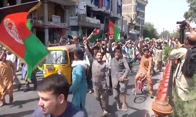 Várias pessoas são mortas no Afeganistão em protestos contra Talibã