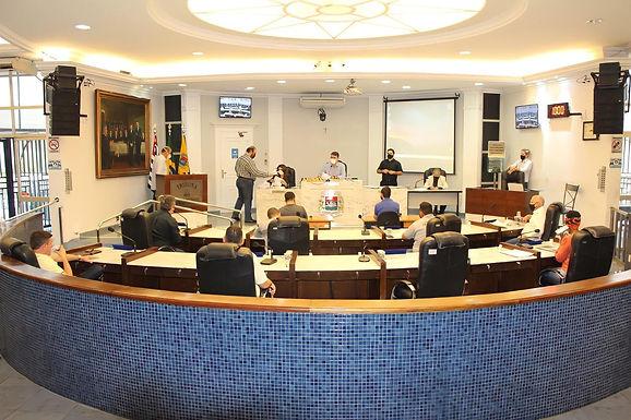 Vereadores aprovam três projetos de lei e derrubam dois vetos do prefeito