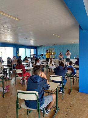 Escola Arnaldo Zancaner reúne atletas com deficiências em bate-papo com alunos