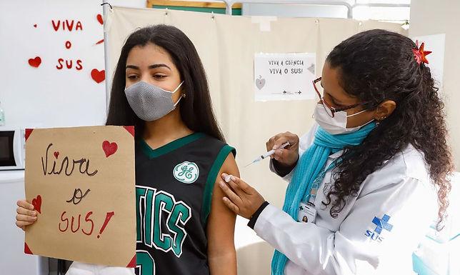 Catanduva inicia vacinação contra a Covid-19 em adolescentes com 16 e 17 anos
