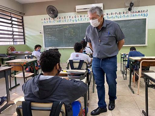 PEC que isenta gestor que não gastar o mínimo em Educação poderá beneficiar Padre Osvaldo