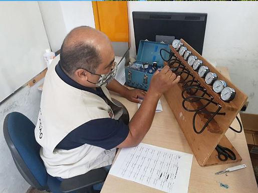 Ipem afere aparelhos de medir pressão arterial do Hospital Padre Albino em Catanduva