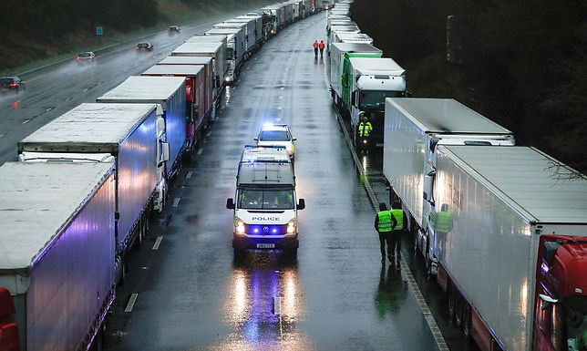 Reino Unido: corrida a postos seca 90% das bombas de combustível