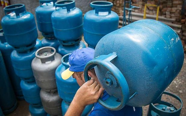 Novo reajuste do gás de cozinha e gasolina gera revolta em consumidores de Catanduva