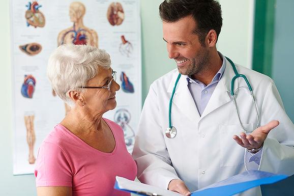 Especialistas da Unimed Catanduva falam sobre cuidado e combate ao câncer de mama