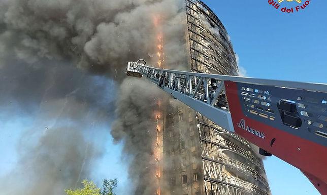 Incêndio destrói prédio de 18 andares em Milão