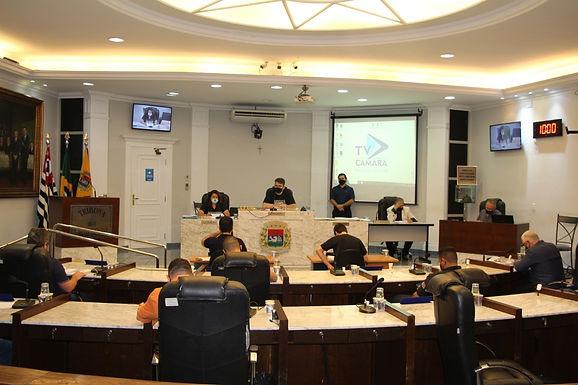 Câmara vota atualização de nomenclatura de cargos e elevação de multa para queimadas