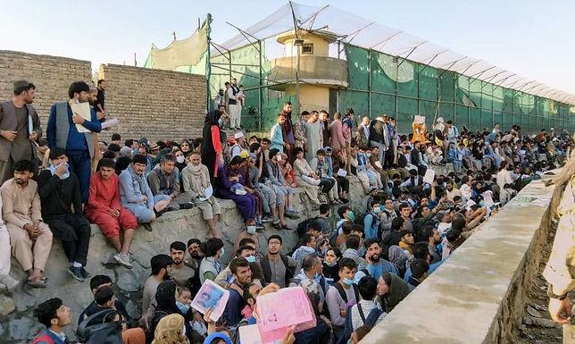 Talibã dispara para o alto para dispersar manifestantes em Cabul
