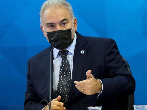 Ministro diz que efeitos adversos não podem interromper vacinação